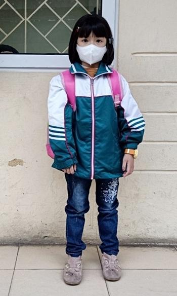 Con gái chị Liễu đi học sáng 31/1. Ảnh: Nhân vật cung cấp