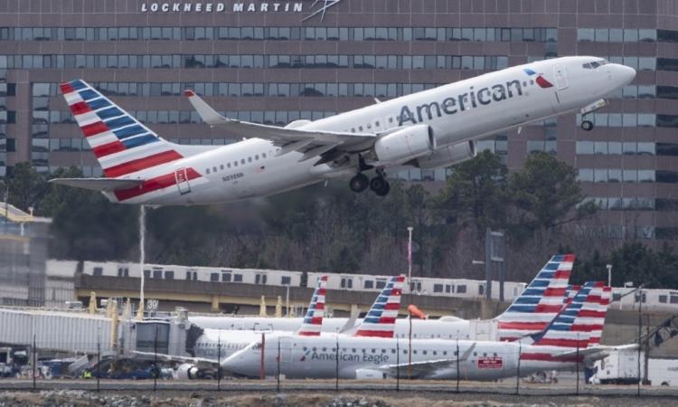 Máy bay của hãy hàng không American Airlines cất cánh từ sân bay ở Arlington, Virginia, hôm 11/3/2019. Ảnh: AFP.