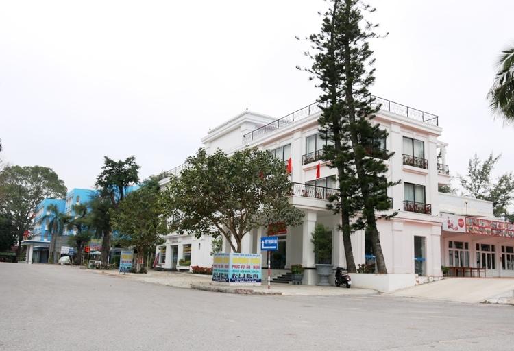 Các nhà hàng, khách sạn tại khu du lịch Đồ Sơn vắng bóng khách du lịch. Ảnh: Giang Chinh