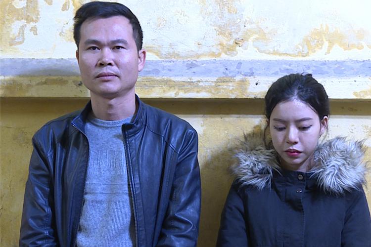 Hoàng (trái) và Mai tại cơ quan điều tra. Ảnh: Công an cung cấp.