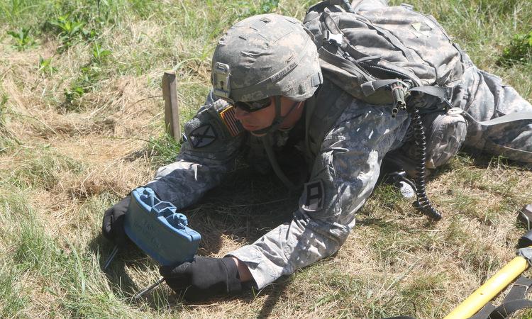 Lính Mỹ huấn luyện dùng mìn chống bộ binh hồi năm 2014. Ảnh: US Army.