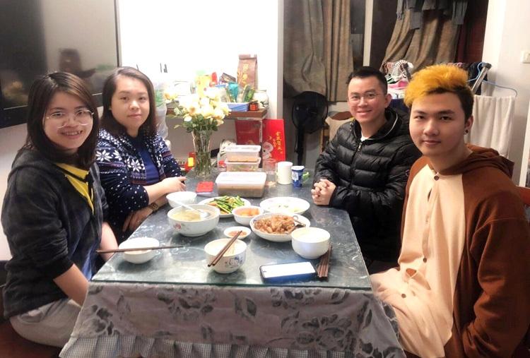 Bữa cơm tất niên của lưu học sinh ở Đại học Sư phạm Hoa Trung. Ảnh: Ngọc Nuôi