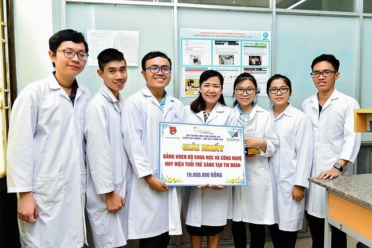 TS Vân đã hướng dẫn nhóm thạc sĩ, nghiên cứu sinh đạt giải Nhất giải thưởng Tuổi trẻ sáng tạo TW Đoàn của Bộ Khoa học và Công nghệ năm 2019.