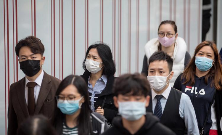 Người Hong Kong được cho nghỉ làm, khuyến cáo ở nhà khi dịch corona diễn ra. Ảnh: Bloomberg