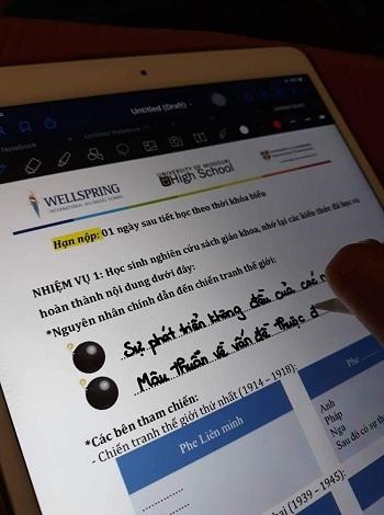Học sinh điền phiếu bài tập online. Ảnh: Wellspring