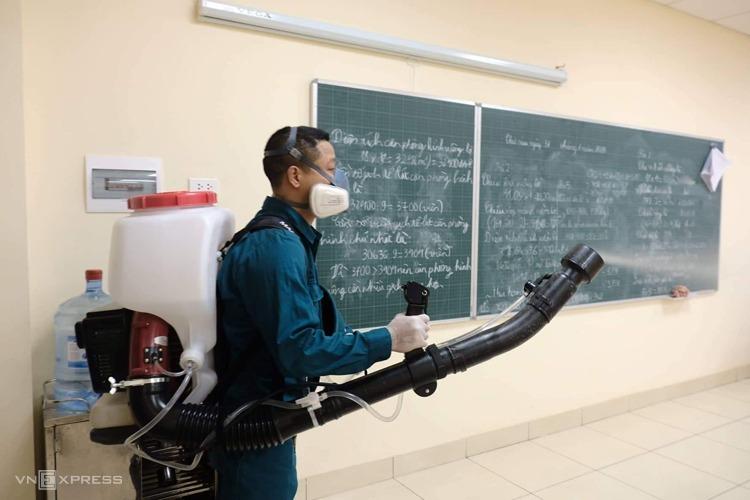TP Hà Nội tổ chức khử trùng tại các trường học phòng nCoV. Ảnh: Ngọc Thành