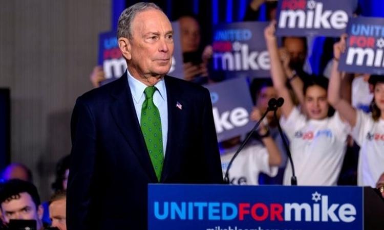 Tỷ phú truyền thông Michael Bloomberg phát biểu tại cuộc mít tinh ở Miami, Florida, Mỹ, ngày 26/1. Ảnh: Reuters.