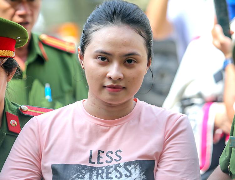 Vũ Hoàng Anh Ngọc (hotgirl Ngọc Miu) trong lần ra tòa năm ngoái. Ảnh: Thành Nguyễn.