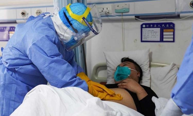 Một người nhiễm nCoV được điều trị tại bệnh viện ở tỉnh Sơn Đông, Trung Quốc ngày 28/1. Ảnh: AFP.