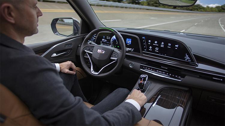 Xe trang bị công nghệ lái bán tự động. Ảnh: Cadillac.