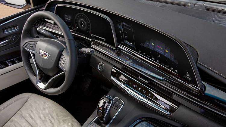 Escalade 2021 trang bị màn hình OLED cong với ba màn hình. Ảnh: Cadillac.