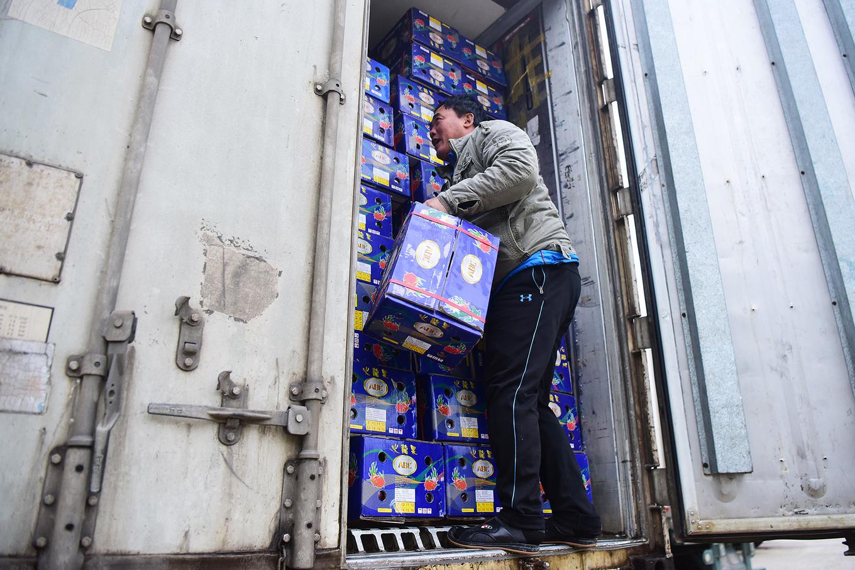Container chở hoa quả ùn ở cửa khẩu