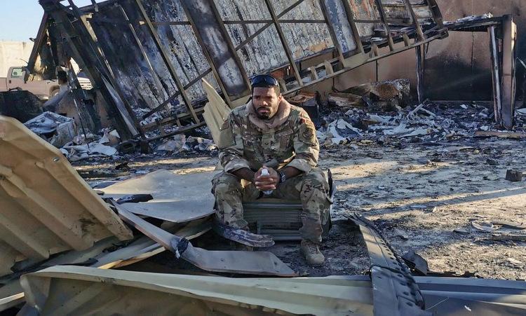 Lính Mỹ tại căn cứ Ain al-Asad sau cuộc tấn công hôm 8/1. Ảnh: CNN.