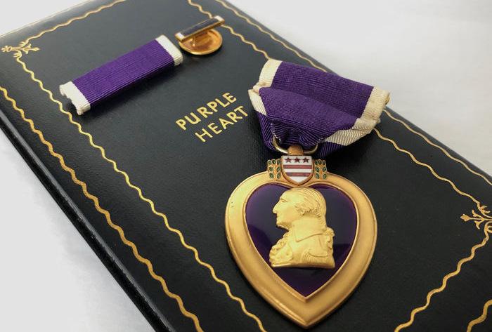 Huân chương Trái tim Tím và cuống huân chương. Ảnh: Military Times.