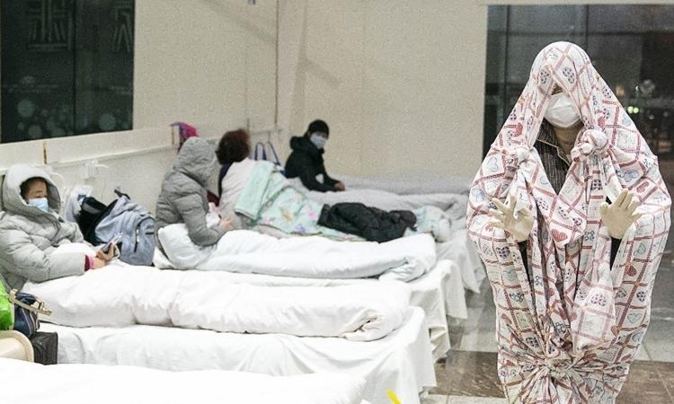 Bệnh nhân tại bệnh viện dã chiến ở Vũ Hán, Trung Quốc ngày 5/2. Ảnh: AFP.