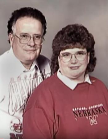 Bill Guthrie cùng vợ Sharon Guthrie. Ảnh: Filmrise.