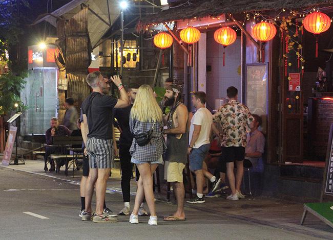 Khu phố đi bộ ở phường Phú Hội dừng hoạt động từ đêm 7/2. Ảnh: Võ Thạnh