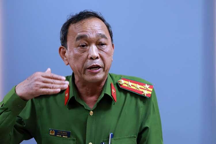 Đại tá Trần Mưu kể về hành trình phá án. Ảnh: Nguyễn Đông.