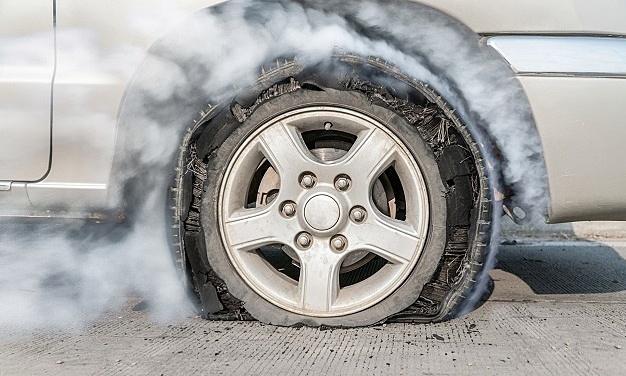 Những việc nên làm để tránh nổ lốp