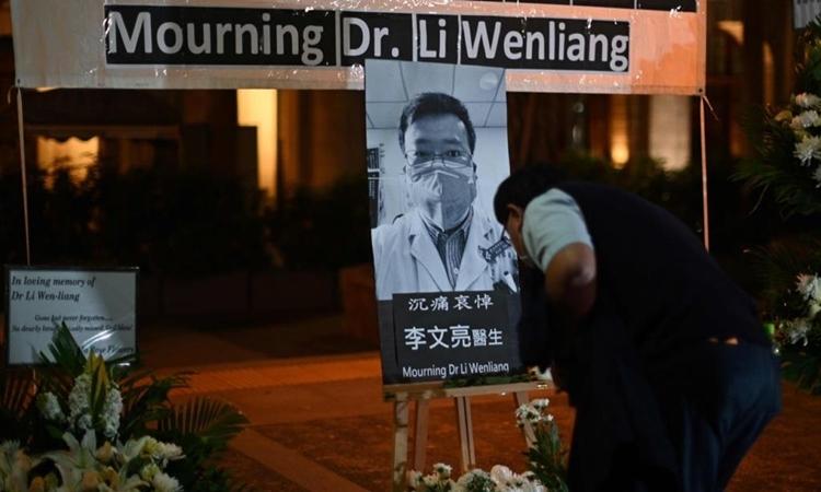 Lễ tưởng niệm bác sĩ Lý Văn Lượng tại Hong Kong ngày 7/2. Ảnh: AFP.
