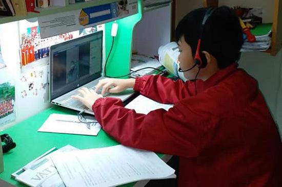 Học sinh trường Pascal, Hà Nội học online trong những ngày nghỉ phòng dịch nCoV. Ảnh: Pascal.