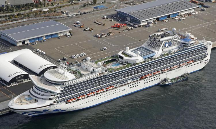 Du thuyền Diamond Princess bị cách ly tại cảng Yokohama hôm 7/2. Ảnh: Reuters.