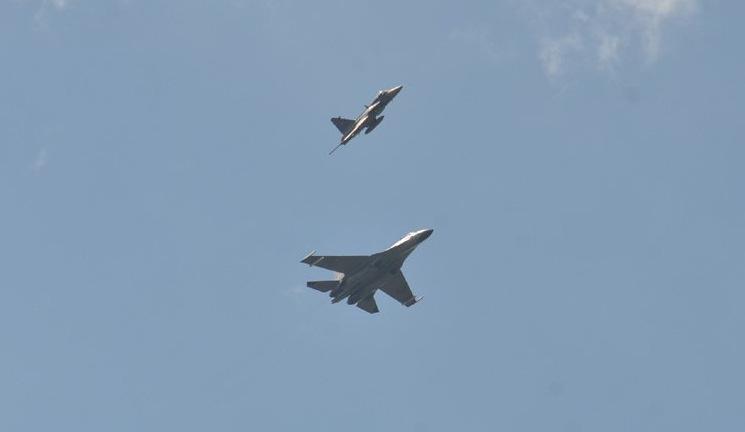 Tiêm kích Thái Lan và Trung Quốc bay đội hình trong ngày diễn tập cuối cùng. Ảnh: RTAF.