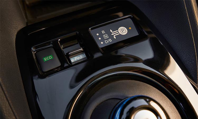 Bảng điều khiển hộp số trên Nissan Leaf. Ảnh: Nissan.