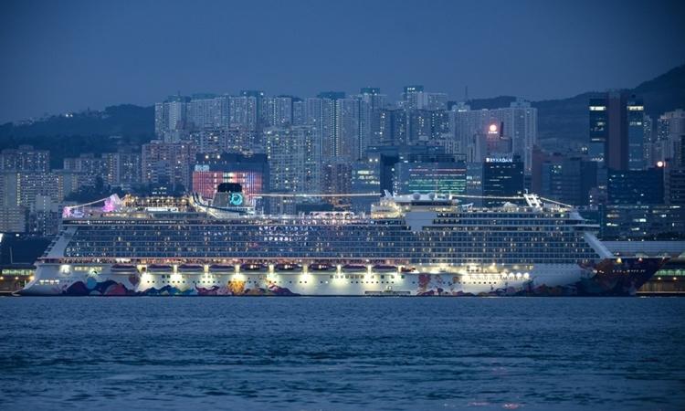 Du thuyền World Dream cập cảng Kai Tak,Hong Kong, hôm 6/2. Ảnh: AFP.
