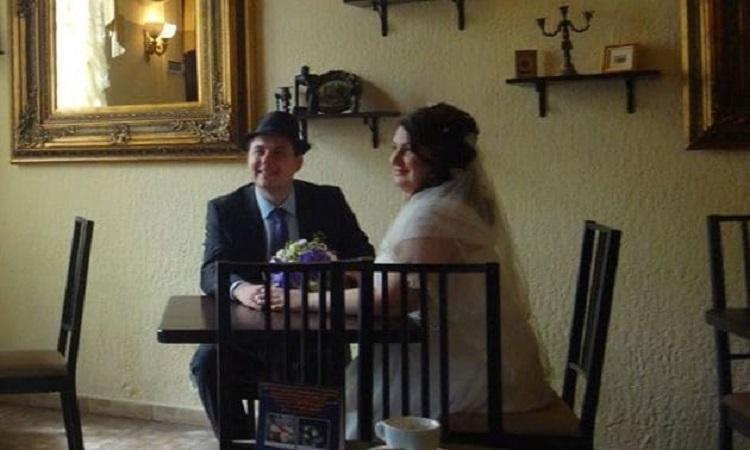 Cặp vợ chồng Antonina và Kostantin trong đám cưới hồi tháng 4/2015. Ảnh: Telegraph.