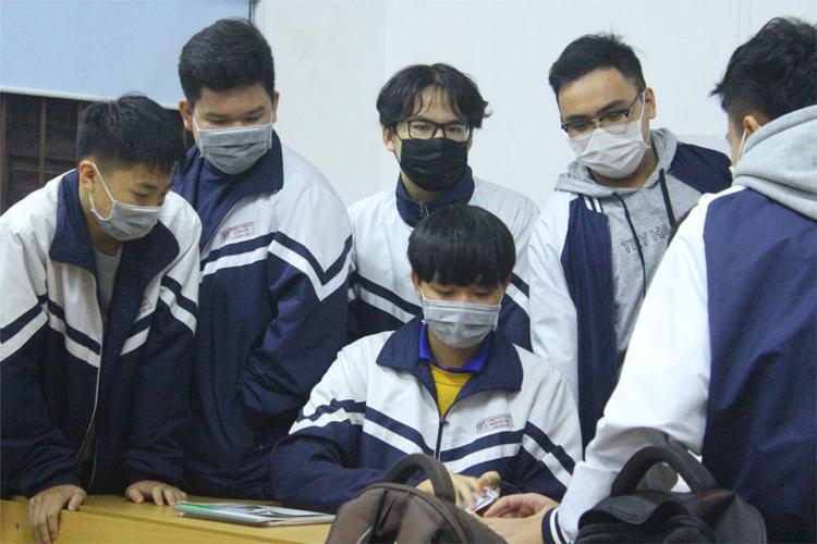 Học sinh Vĩnh Phúc đeo khẩu trang khi có hướng dẫn của Bộ Y tế. Ảnh: Nguyễn Thu Trang/THPT Trần Phú