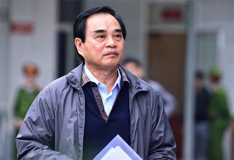 Bị cáo Văn Hữu Chiến tại phiên sơ thẩm hồi tháng 1. Ảnh: Giang Huy.