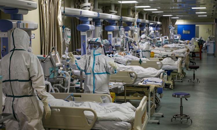 Phòng chăm sóc đặc biệt tại một bệnh viện ở Vũ Hán, tỉnh Hồ Bắc, Trung Quốc hôm 6/1. Ảnh: Reuters.