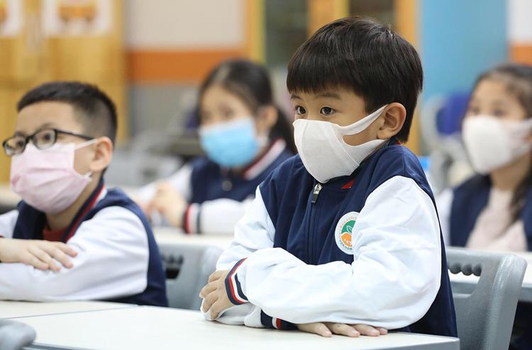 Học sinh Hà Nội đi học ngày 31/1. Ảnh: Ngọc Thành.