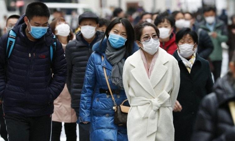 Người dân Nhật Bản đeo khẩu trang phòng chống nCoV trên đường phố Tokyo hôm 22/1. Ảnh: Kyodo News.