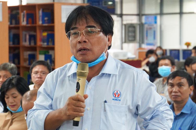 PGS Đỗ Văn Dũng nêu ý kiến tại điểm cầu TP HCM. Ảnh: Mạnh Tùng.