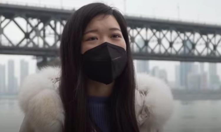 Jia Na, nữ y tá tuyên bố tự chữa khỏi virus corona sau 11 ngày. Ảnh: China Global TV Network.