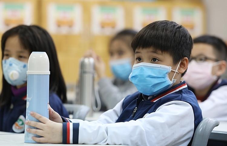 Học sinh Hà Nội đi học ngày 31/1. Ảnh: Ngọc Thành