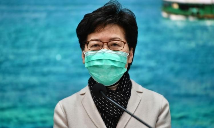 Trưởng đặc khu Hong Kong Carrie Lam trong cuộc họp báo hôm 28/1. Ảnh: AFP.