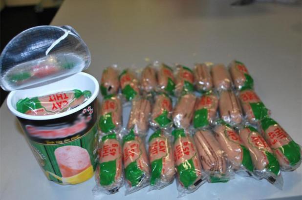 Số xúc xích lợn mà khách Việt giấu trong các hộp mỳ ăn liền bị hải quan Mỹ phát hiện tại sân bay Washington, Mỹ