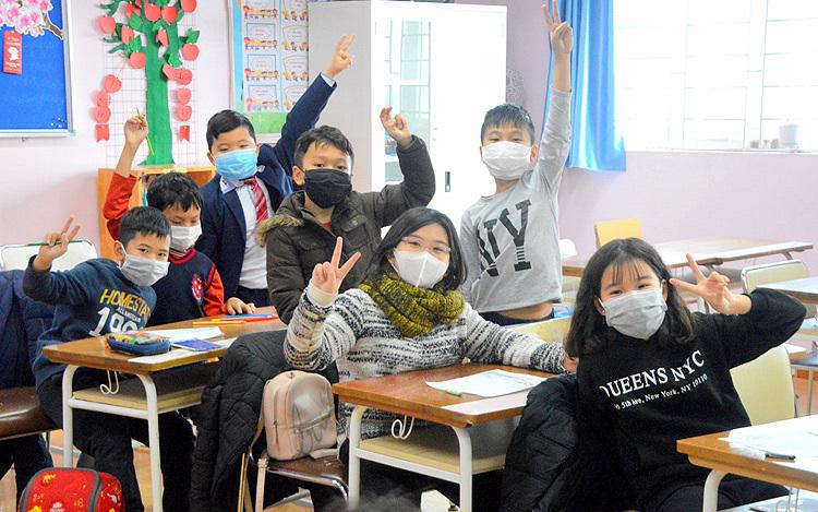 Học sinh trường Pascal, Hà Nội đi học ngày 31/1. Ảnh:Xuân Quang.