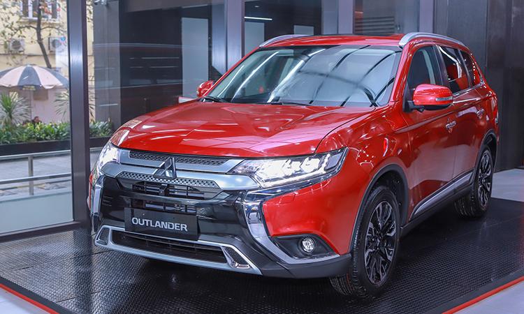 Mitsubishi Outlander 2020 ở một showroom tại Hà Nội.