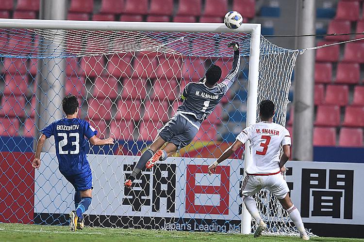 Thủ môn Al Shamsi (UAE) có nhiều pha cứu thua trong trận. Ảnh: AFC.