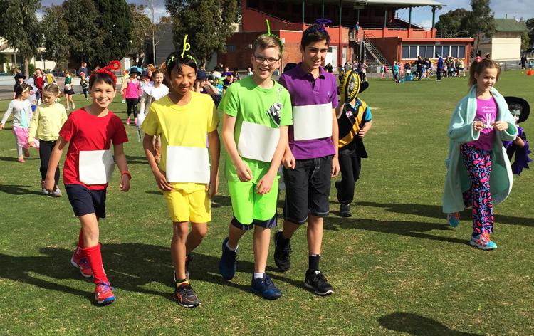 Học sinh lớp 6 trường tiểu học Yarraville West Primary School hóa trang thành Teletubbies trong Lễ hội Halloween. Ảnh: Thoại Giang