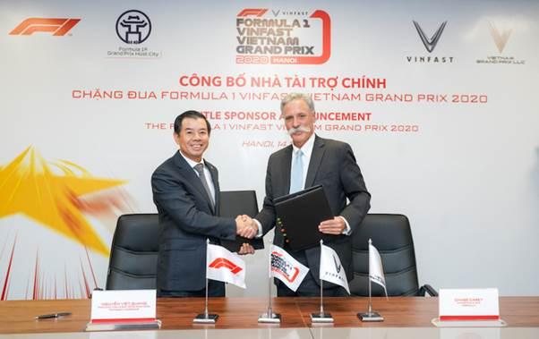 Ông Võ Việt Quang, Phó chủ tịch kiêm TGĐ Vingroup và ông Chase Carey, Chủ tịch kiêm TGĐ Tập đoàn Formula One Group tại buổi lễ công bố nhà tài trợ chính thức chặng đua F1 VinFast Vietnam Grand Prix 2020.
