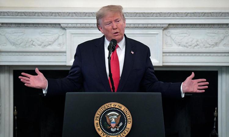 Tổng thống Mỹ Donald Trump trong cuộc họp với các thống đốc tại Nhà Trắng hôm 10/2. Ảnh: Reuters.