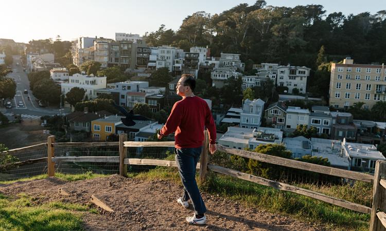 Yiao Xie, người Mỹ gốc Á, sống ở thành phố San Francisco, bang California. Ảnh: NY Times.