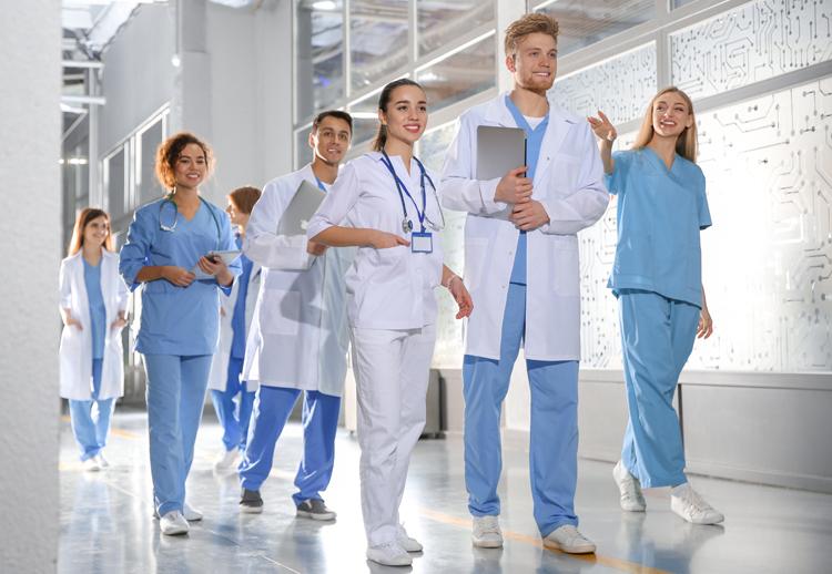 Nhóm sinh viên y khoa của một trường đại học Mỹ. Ảnh: Shutterstock.