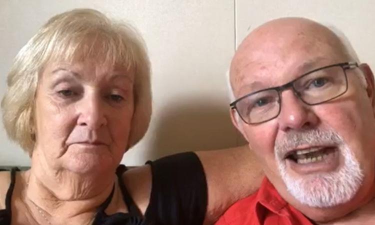 Ông David Abel (phải) và vợ Sally trên du thuyền Diamond Princess. Ảnh: BBC.