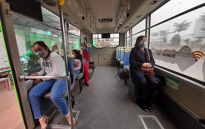 Ngày 19/2, chiếc xe buýt 30 chỗ chạy từ Công viên Nghĩa Đô đi có 4 khách
